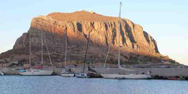 Monemvasia og klippen ude fra kysten. Sammenlignes med Gibraltar.